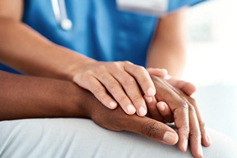 paciente e médico - iStock